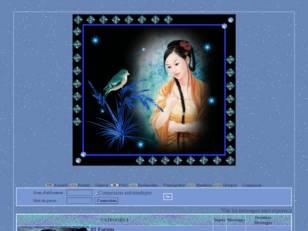 Femme avec oiseau bleu