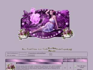 Femme décor violet