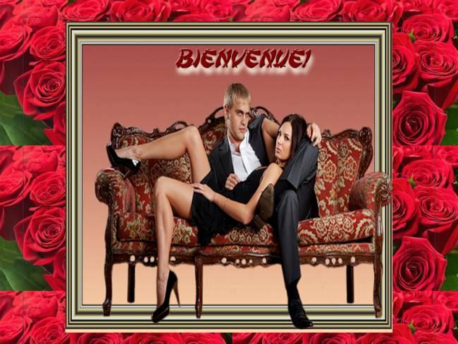Couple divan sur fond de roses