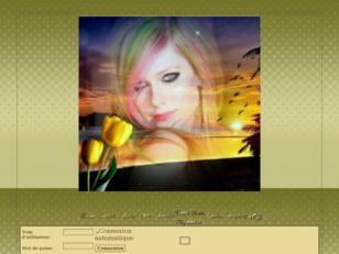 Femme à la tulipe jaune