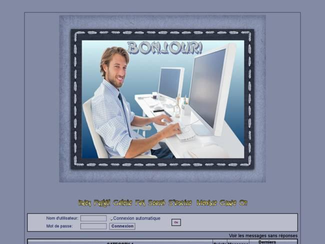 Homme sur Internet