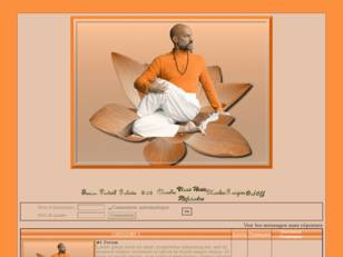 Homme fait yoga (oranger)
