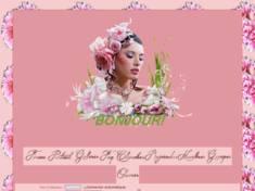 Femme aux fleurs rose